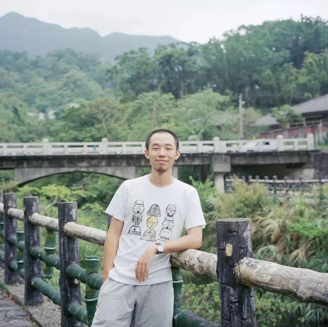 艺术家,现生活工作于北京。《想象·主流价值》参展作品《二周目》的作者。