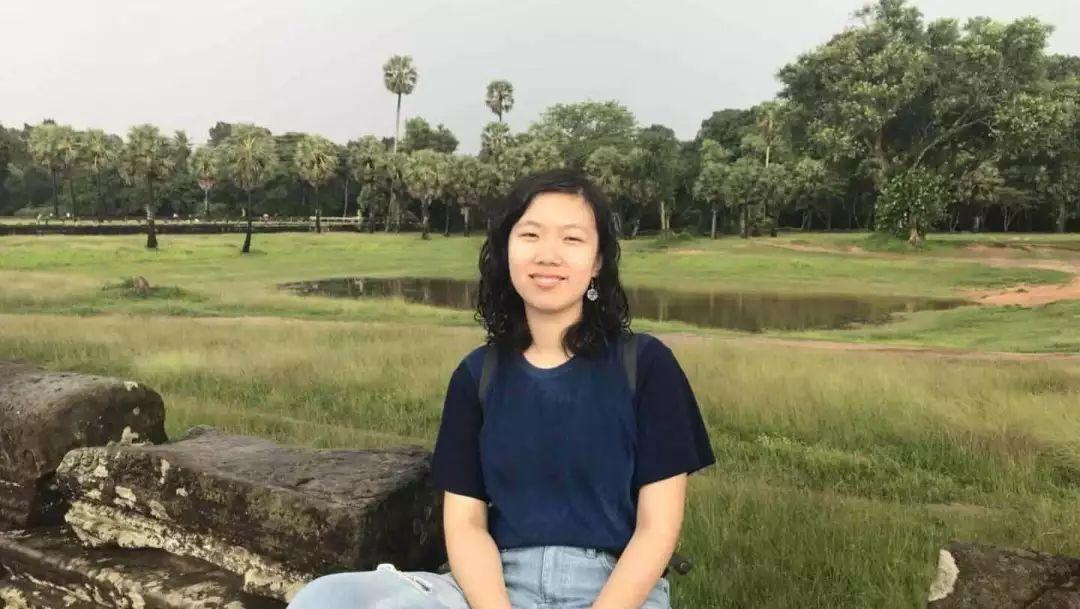 岳晗笑,现为北京大学中文系汉语言文学专业2015级本科生。