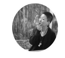 赵银鸥  1972年生于中国沈阳,现工作、生活于北京。在过去的十几年里,她付出巨大的心力在四个系列的作品之上,它们分别是《精神康复》系列(2004—2011年)、《釜山》系列(2014年)、《我与我》系列(2015—2017年)和《我们》系列(2018年至今)。这四个系列之间有着相互对话的关系,是艺术家在我、对象、艺术的三维坐标中开辟自己思考的见证,也以令人瞠目的真实记录了她的心理、情感历程,以及寻求自我真相的生命体验。