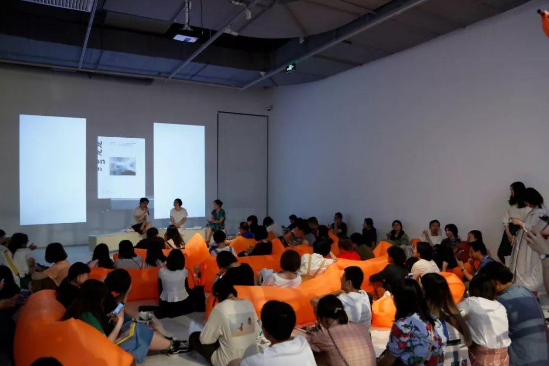 《沙龙沙龙:1972-1982年以北京为视角的现代美术时间侧影》在abC书展上的新书发布现场
