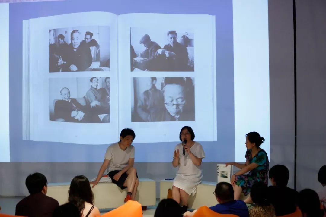 (左起)艺术家、策展人刘鼎,中央美术学院宋晓霞教授,中间美术馆馆长卢迎华