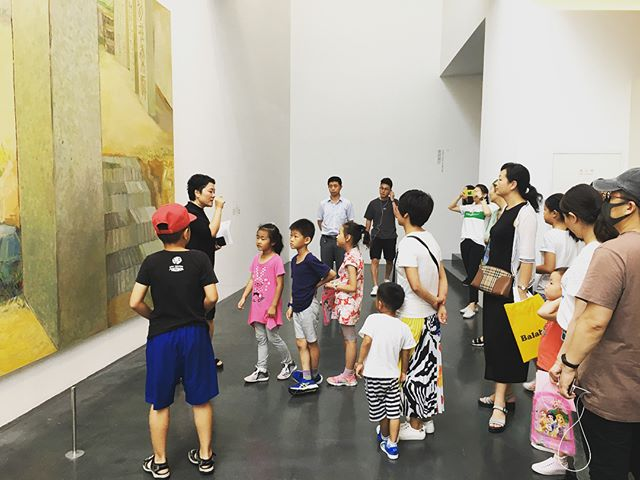 """Last Sunday, we held a special tour of teenagers and children as Beijing Inside-Out Art Museum's first summer event for youths. 👩🏻🎨👨🏻🎨We invited Hebei University art teacher, Du Rui, as our guest to encourage teenagers using their imagination to explore the artworks. 🖼This event attracted many parents' and their kids' interests, many""""young artists"""" joined our tour. Besides this special tour, we will hold many other interesting activities about arts for kids every weekend during this summer vacation. Come and join us!🎉🎉"""