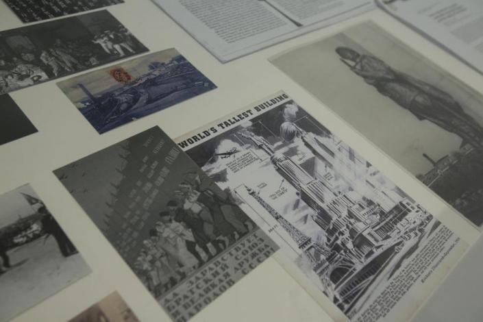 胡伟,《为公共集会(邂逅)的提案》,2019年  作品展柜文献图