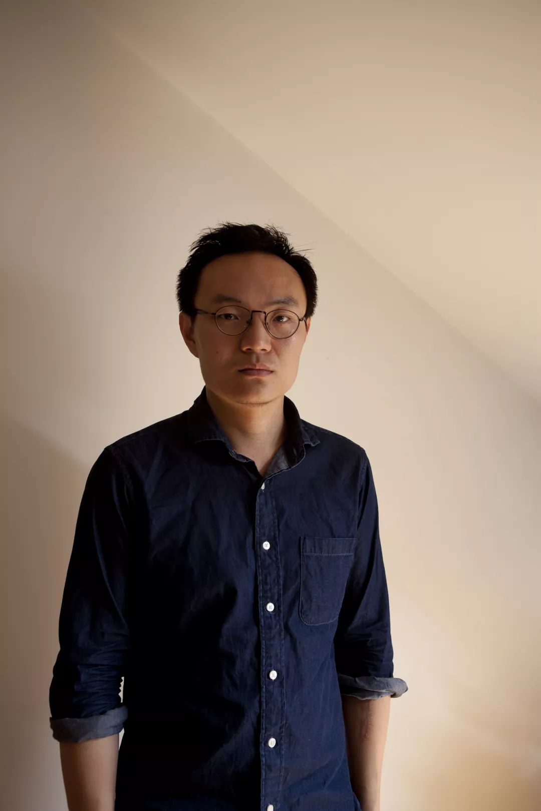 Zhang Zhizhou (b.1985, Beijing, China) was graduated from Beijing International Studies University(BA in Law) and University for the Creative Arts in Rochester UK (MA in Photography). He currently works as freelance photographer, artist and writer. His recent work focuses on the complex relationship of the languages of photography and the experiences of seeing.
