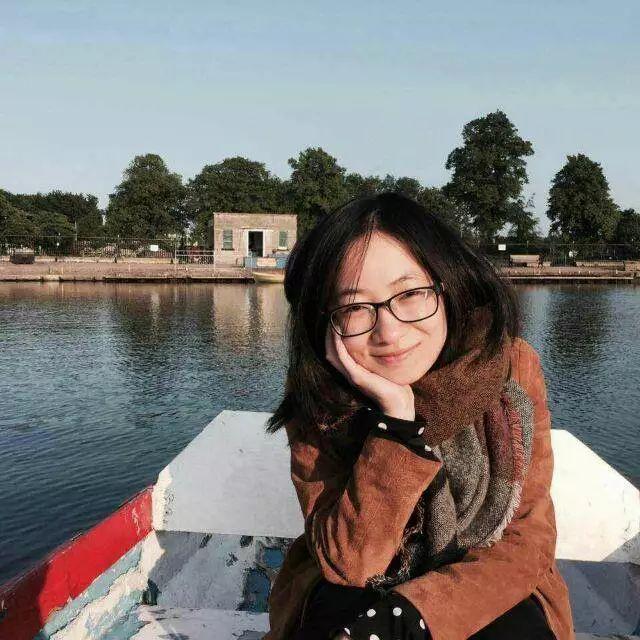 许小凡,北京外国语大学英语学院讲师,英国诺丁汉大学英语文学博士。  Xu Xiaofan, lecturer at school of English and International Studies, Beijing Foreign Studies University, English literature PhD, University of Nottingham.
