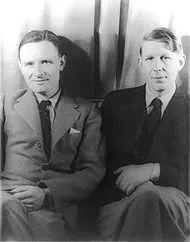 英国诗人W. H. 奥登和小说家衣修伍德在1938年来到中国战场,走过香港、广东、汉口、上海,以及黄河流域战区等地,将见闻和途中的诗歌创作写成《战地行纪》。