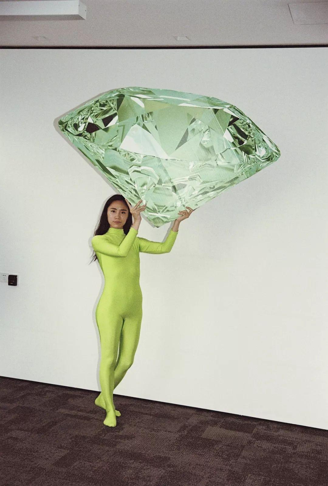 即将在中间美术馆驻留期间继续进行的作品《绿钻石》