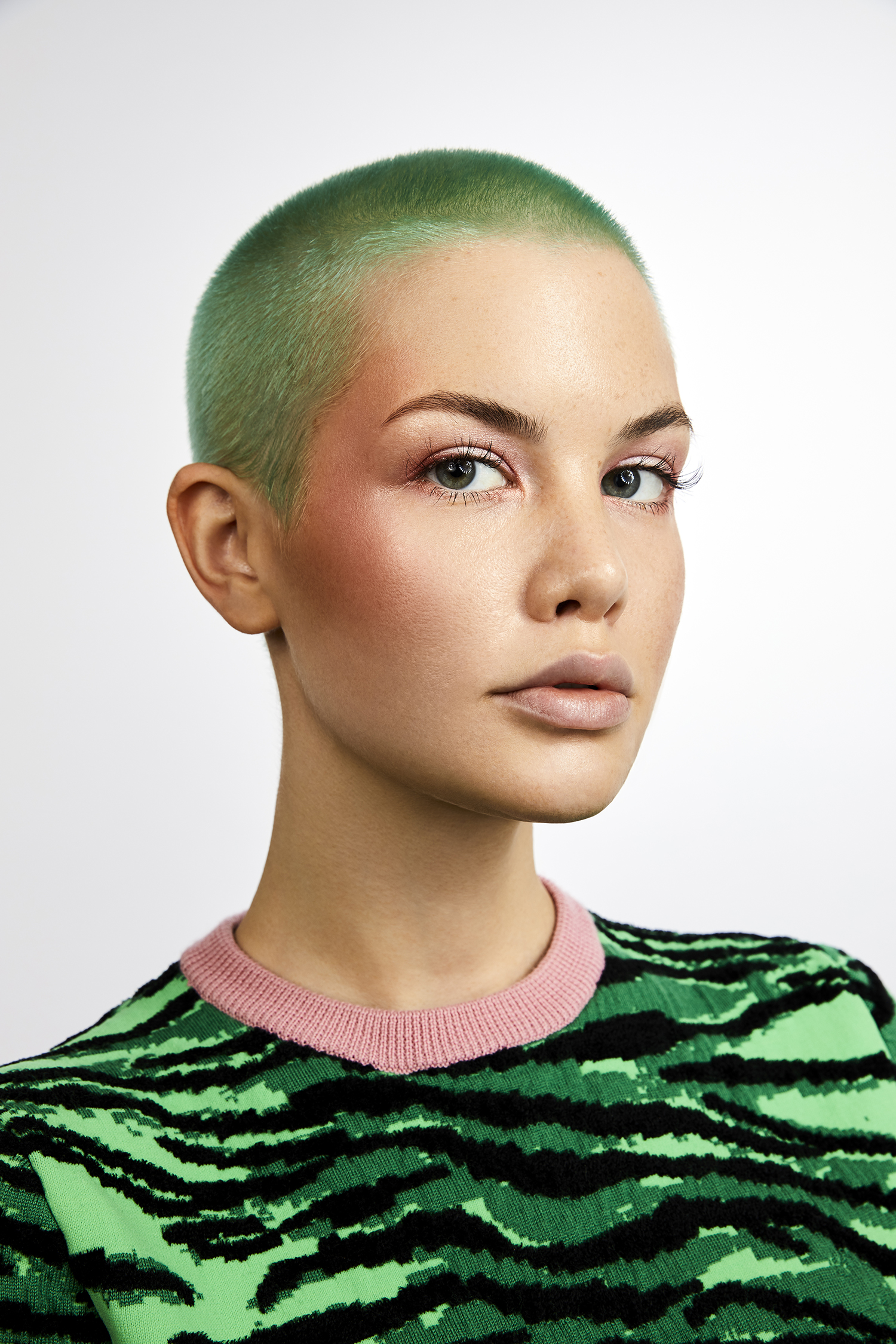 trendcollection+2019+green+hair+short+buzzcut+rasiert+model+blogger+berlin+felix+rachor+vienna+ginger+lemon+bester+friseur+wien+damen+ahda+pulp+riot+olaplex+buzzcut+shorthair+kurzhaar+farbexperte+dvt+ginger+lemon.jpg