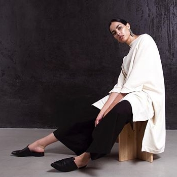 Kowtow - Entirely made with sustainably and ethically sourced materialsBased In: New ZealandPrice Range: €€Shipping: Worldwide free for purchases >100$.Webpage: www.us.kowtowclothing.com