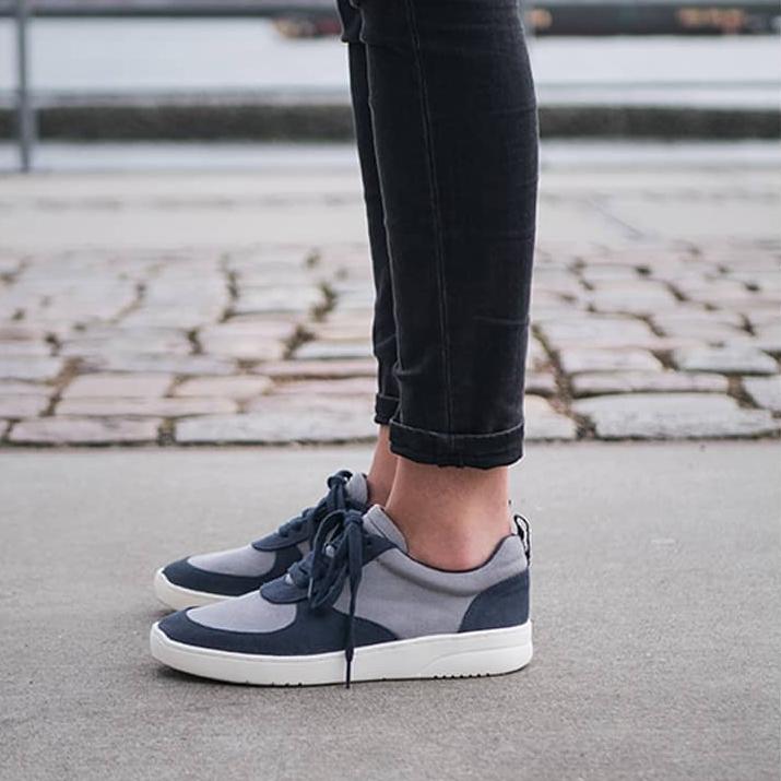 Melawear - Fair and organic sneakers.Based In: GermanyPrice Range: €Shipping: In EU for a fee.Webpage: https://www.melawear.de/en/