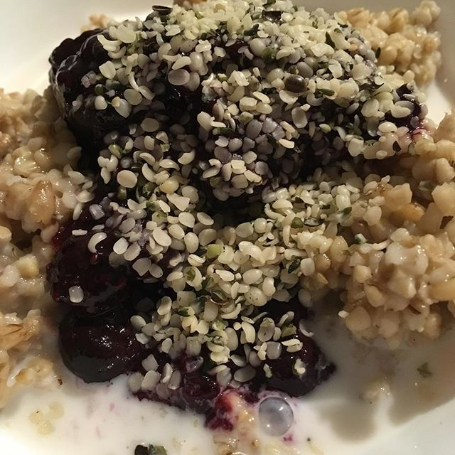 Steel cut oats with homemade blueberry/chia compote and hemp seeds #veganbreakfast #healthyfood #powerfoods #pregnancynutrition #prenatalnutrition
