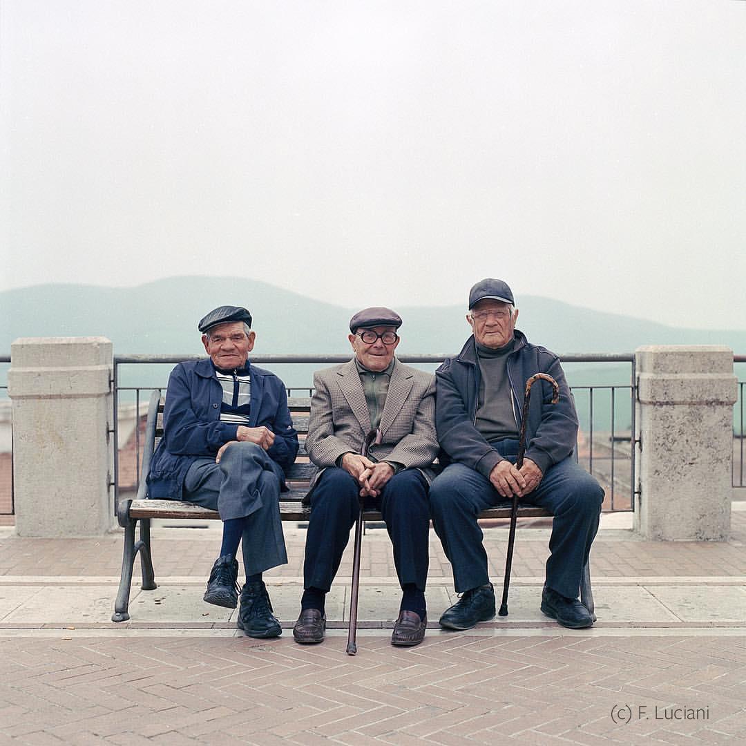 3 petits vieux photo Francesco Luciani-Modifier.jpg
