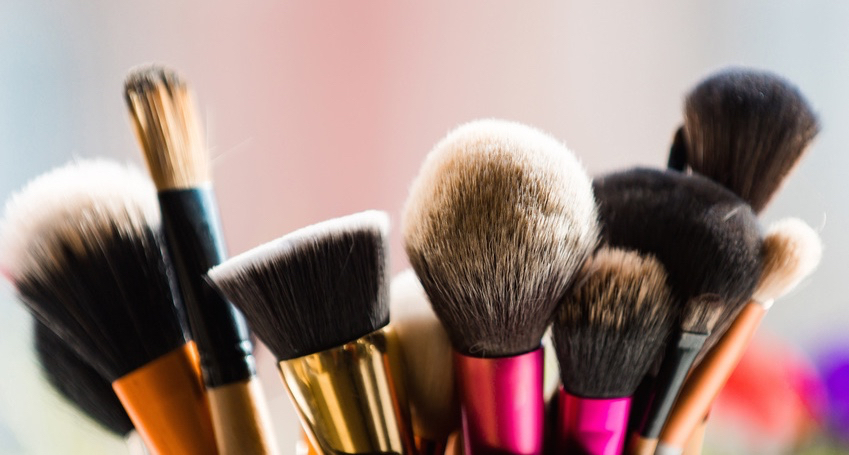 brush-for-fashionable-makeup-or-cosmetic.jpg