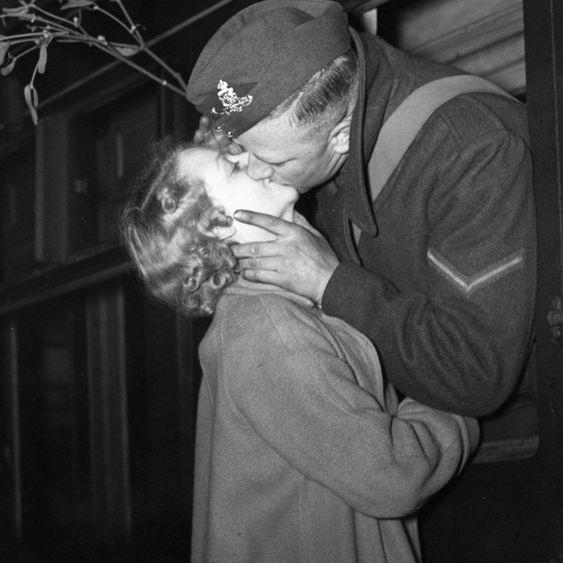 army+kiss.jpg