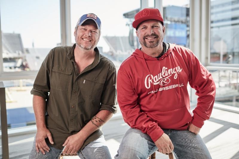 Blake-Shelton-and-Garth-Brook.jpg