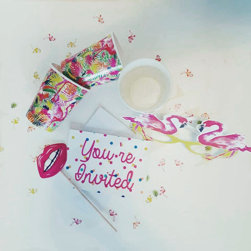 Flamingo Time - We've got your back for your next PARTAY with our fun and vibrant Flamingo range which is perfect to go along with a BBQ/Summer party or any special occasion! Ths box is filled with gorgeous decor, photo booth props and much more!Party box is for 8 people.