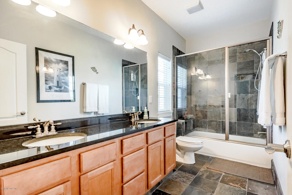 956 SEABREEZE-bathroom.jpg