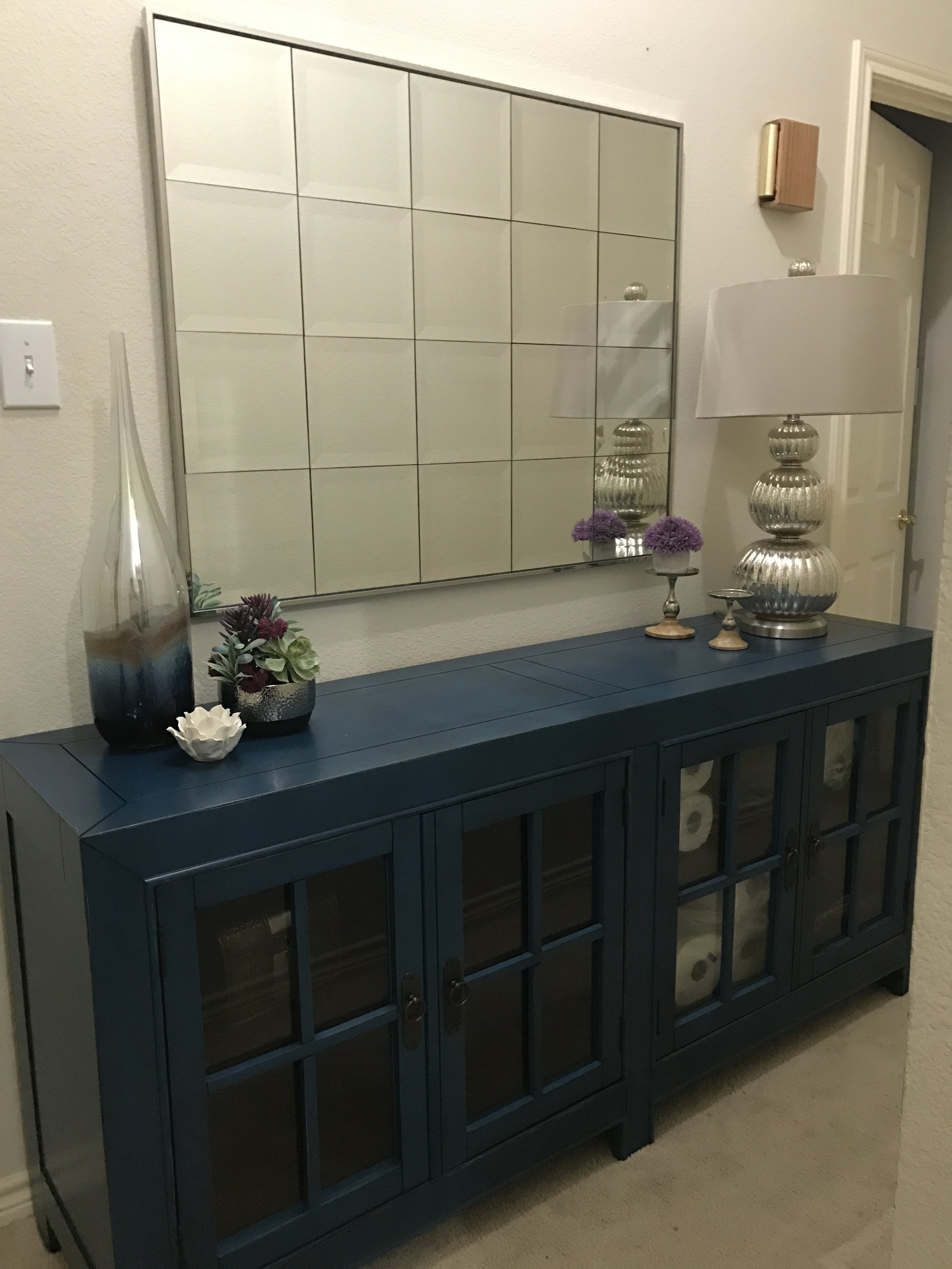 Full service client: hall with storage!