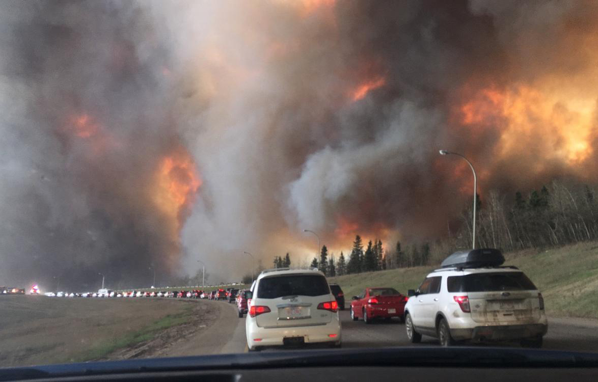 View from a vehicle as residents evacuate Fort McMurray and surrounding areas in 2016. Photo by DarrenRD,  Wikimedia Commons .