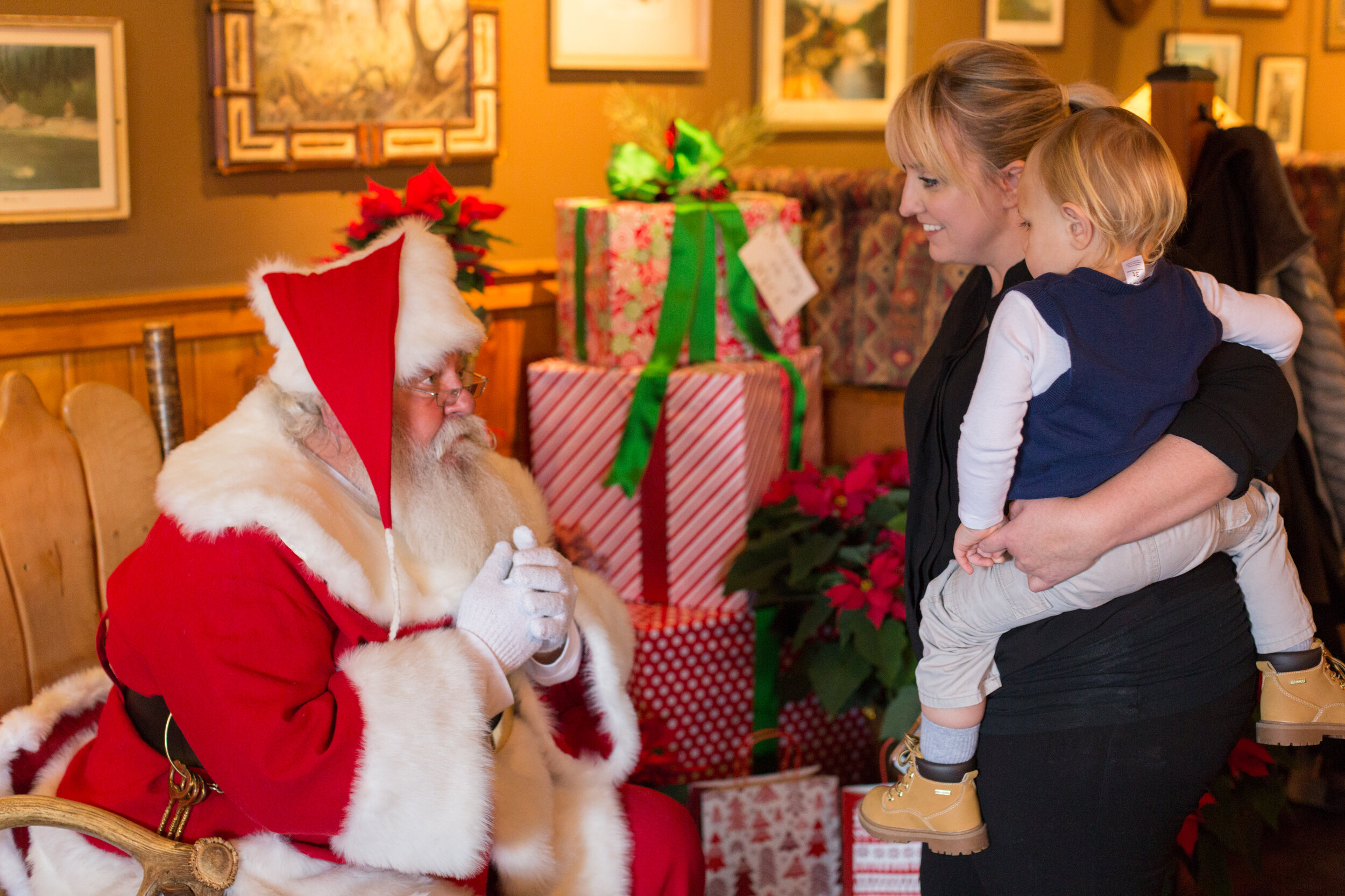 - Mark your calendars; we will be hosting our Santa Brunch again this holiday season!Santa will be coming to town to visit Deadwood Bar & Grill on Sunday, December 8, from 10 am to 2 pm. We will be serving our brunch menu alongside our regular menu.Reservations are required for this exciting event. Call us today to reserve your spot! 248-347-4353