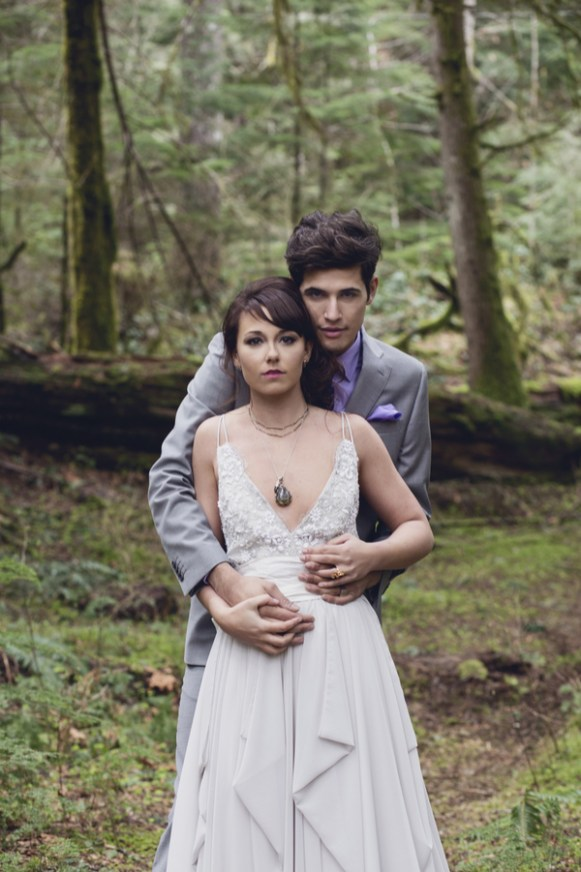 outre bride - Surrounded by lush colors of violet, emerald & mahogany, this intimate Oregon elopement photography session brings to life the magic of the forests around Mt Hood.