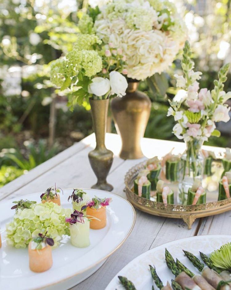 These appetizers are not only delicious, they are almost too lovely to eat. Yet I wouldn't make that mistake with @chefamyj  behind these! To see more visit @exquisitewedmag online at exquisiteweddingsmagazine.com #nunezweddings #weddingappitizers #cocktailhour #summer #etherial #vintagestylings #florals #weddingplanning #amysculrinaryadventures #weddingphotography #longbeach #vancouverwa #ca #bright #sunnydays #flowerslovers #weddingideas (at The Bembridge House)