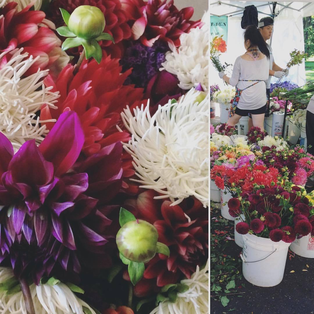What are your Saturday vibes? #vancouver #wa #vancouverfarmersmarket #florals #flowers #freshflowers #nunezweddings  (at Vancouver Farmers Market)