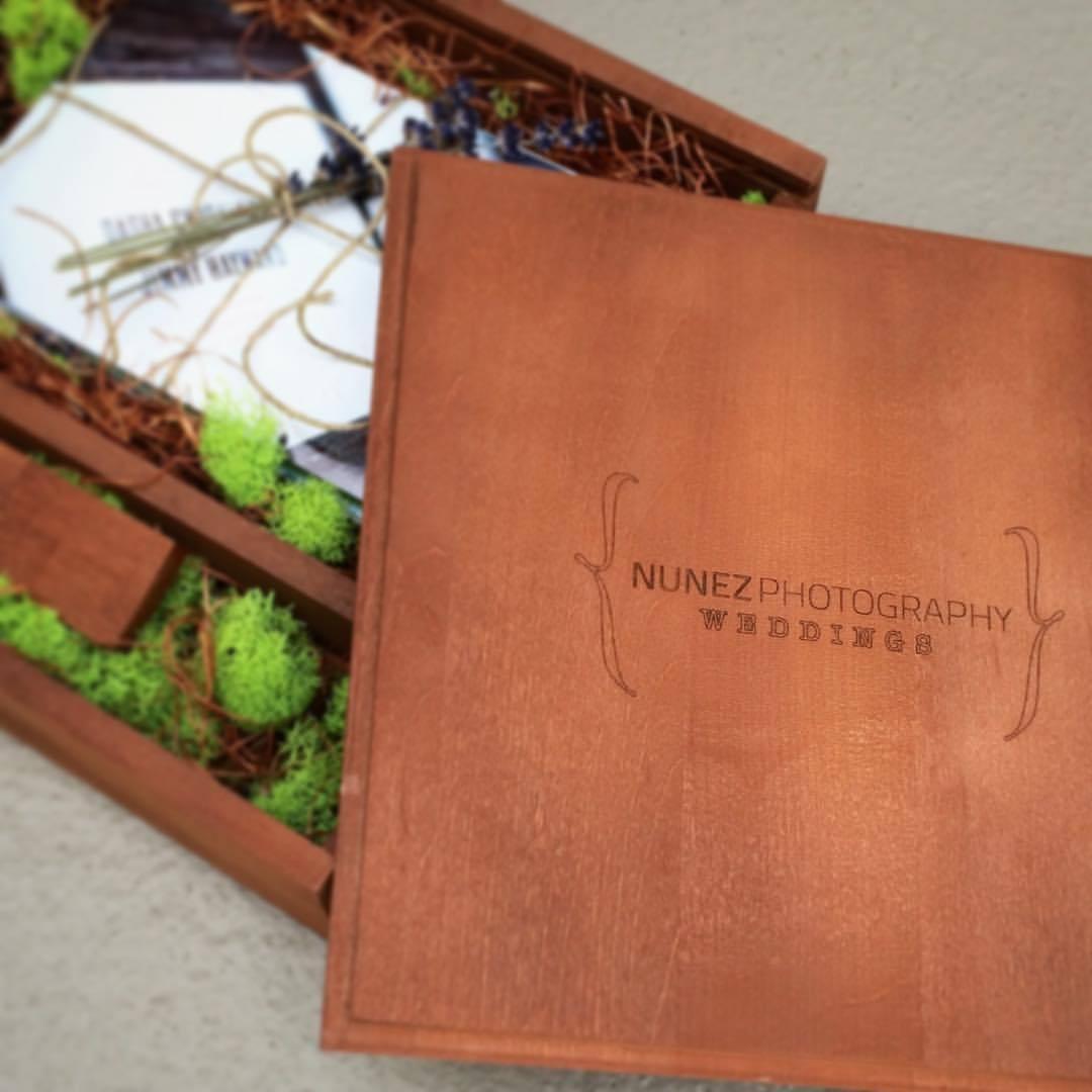 I am loving my new client packaging! #woodbox @woodywoodclick  #nunezweddings #weddingphotographer #driedlavender #weddingpackaging #natrual #instafollow #doubletap #follow #love  (at Vancouver, Washington)