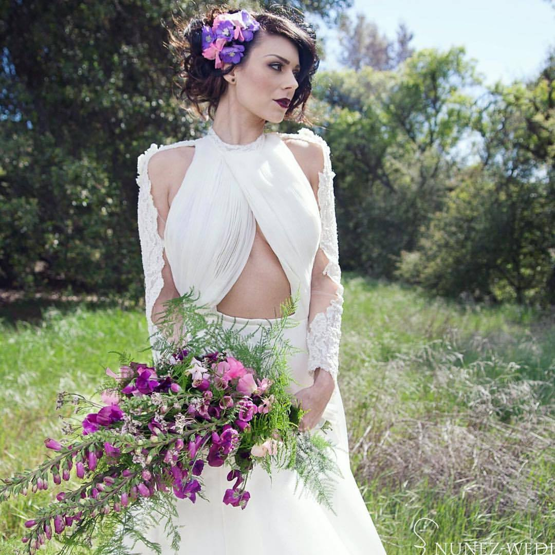 #tbt with the beautiful @skullysmith in an original @michellehebertofficial  #flowers @houseofmagnolias #makeup @iamleah  #hair @maryluartistry #nunezweddings #springweddings #weddingphotographer #desinationweddings #pdx #la #va (at Owl Creek Weddings)