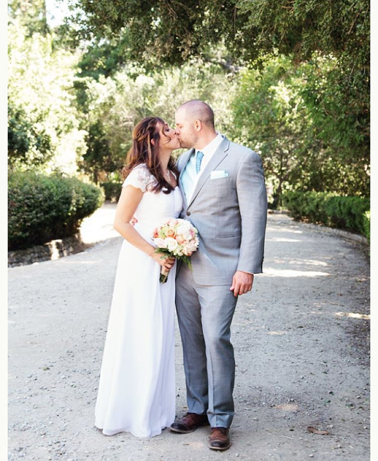 Pucker up! ————————————- #nunezweddings #weddingphotographer #inlove #happilyeverafter #losangeles #burbank #weddingseason #weddingdress #lovemyjob #creativity (at Orcutt Ranch Horticulture Center)