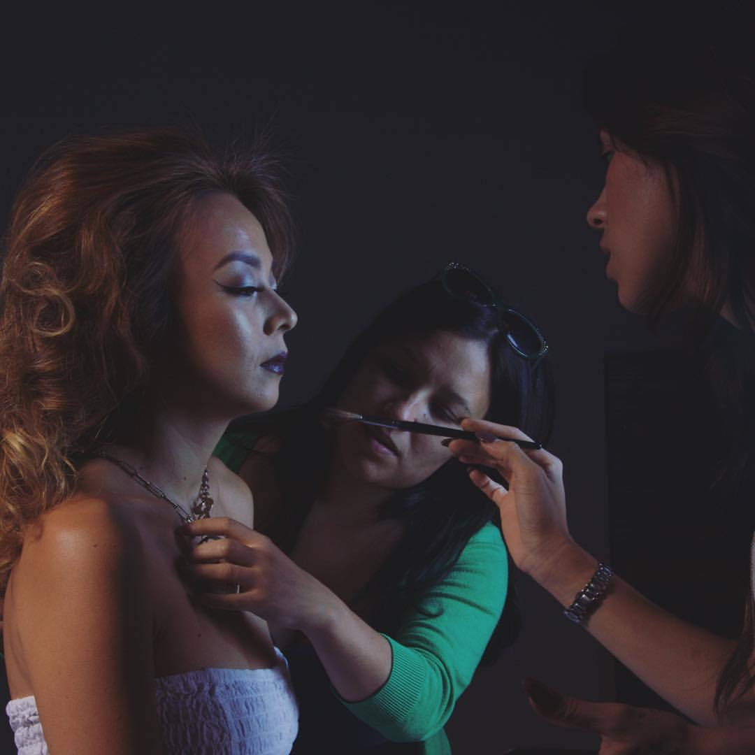 Working on some photos from my last shoot with this female dream team. More sneak peaks to come…. #bts with #muah @naomimua  @stefanymua  #jewelry  @historiq.co                         ———————————– #nunezphotography #makeup #beauty #gels #fashion #LA #ecofriendly