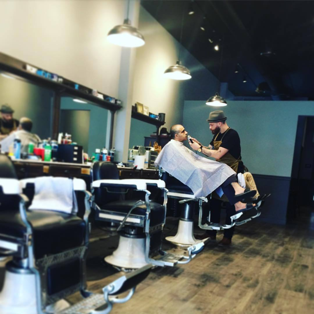 Come by the Parlour Barbershop in #Burbank & check out @mastersmorris doing his thang. (at Parlour Barber Shop)