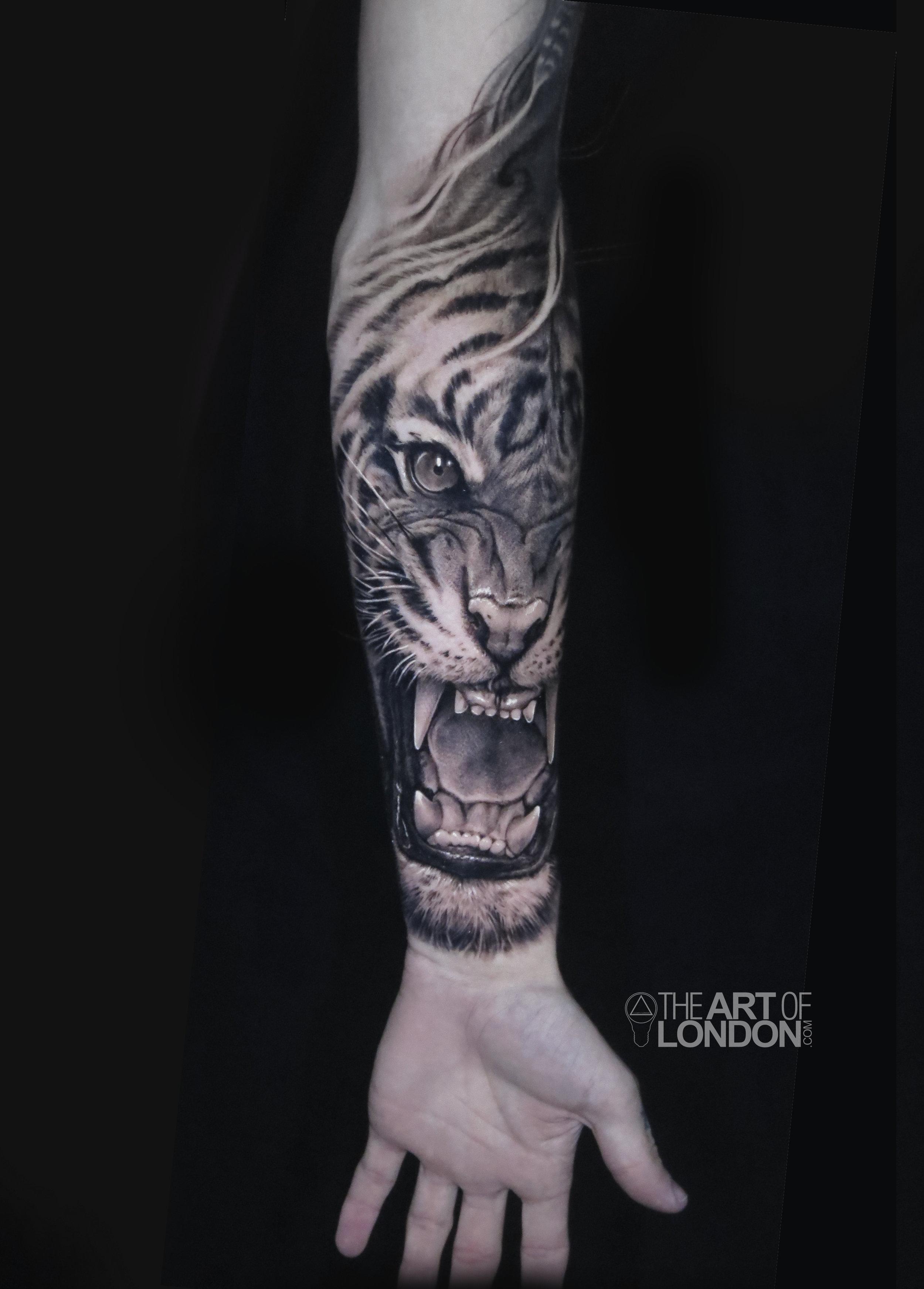tiger portrait black and grey tattoo large.jpg