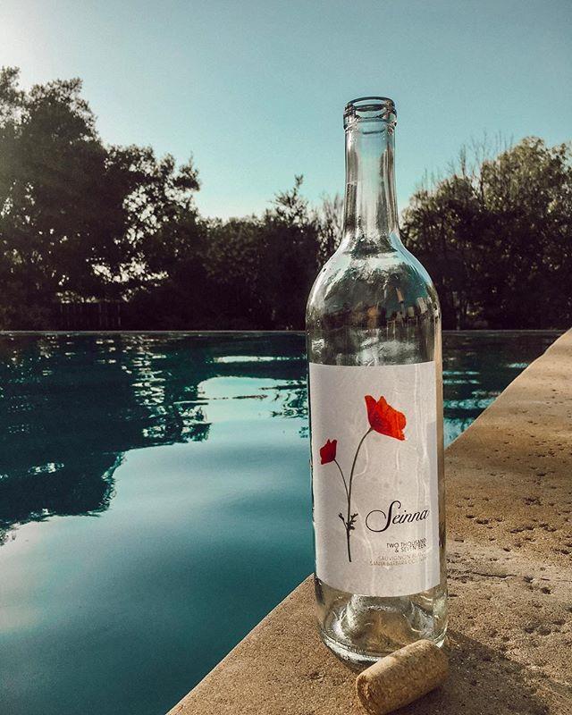 Seinna Sundaze- Summer is officially here! . . . . . . . #seinnawine#seinna#wine#winelover #winesisters #vineyard #photography #vines #thirstythursday #santabarbaracountywine #summersolstice #findthepoppy #wineandfood #instawine #drinkseinna