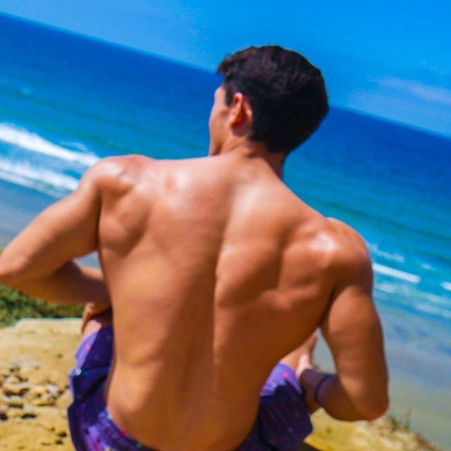 🌊Son of the Sea 🌊 • Is the Irish meaning of my last name • Strong relaxation this week. Back to business soon 👌 • #bodybuilding #fit #motivation #vibes #scenery #fitfam #fitspo #fitness #fitnessmotivation