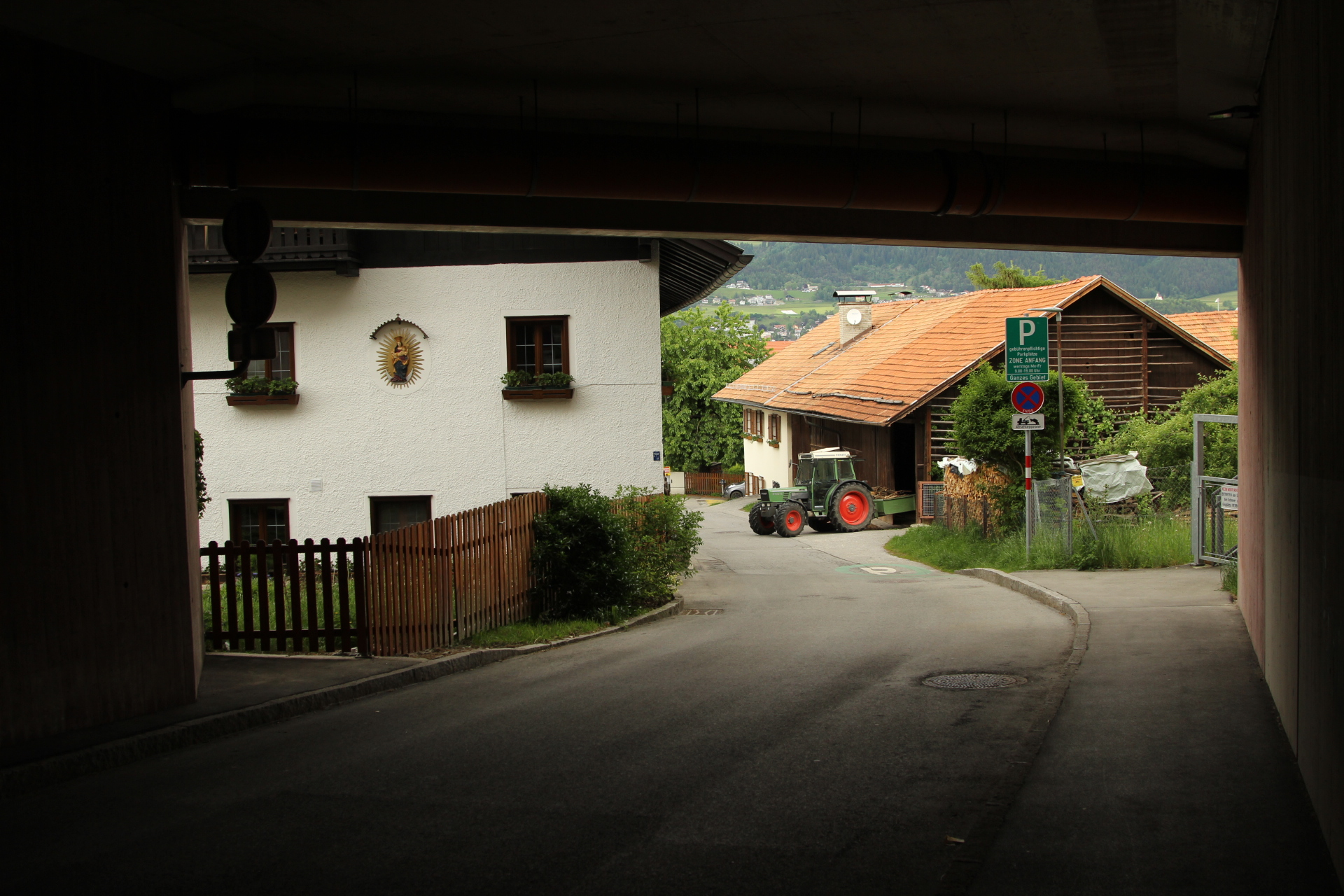 Urban farms are characteristic of the Innsbruck suburbs
