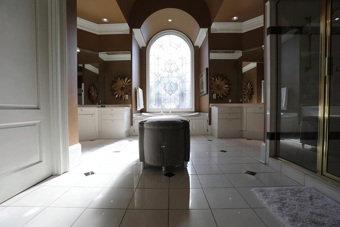 Bathtub of Bedroom 1