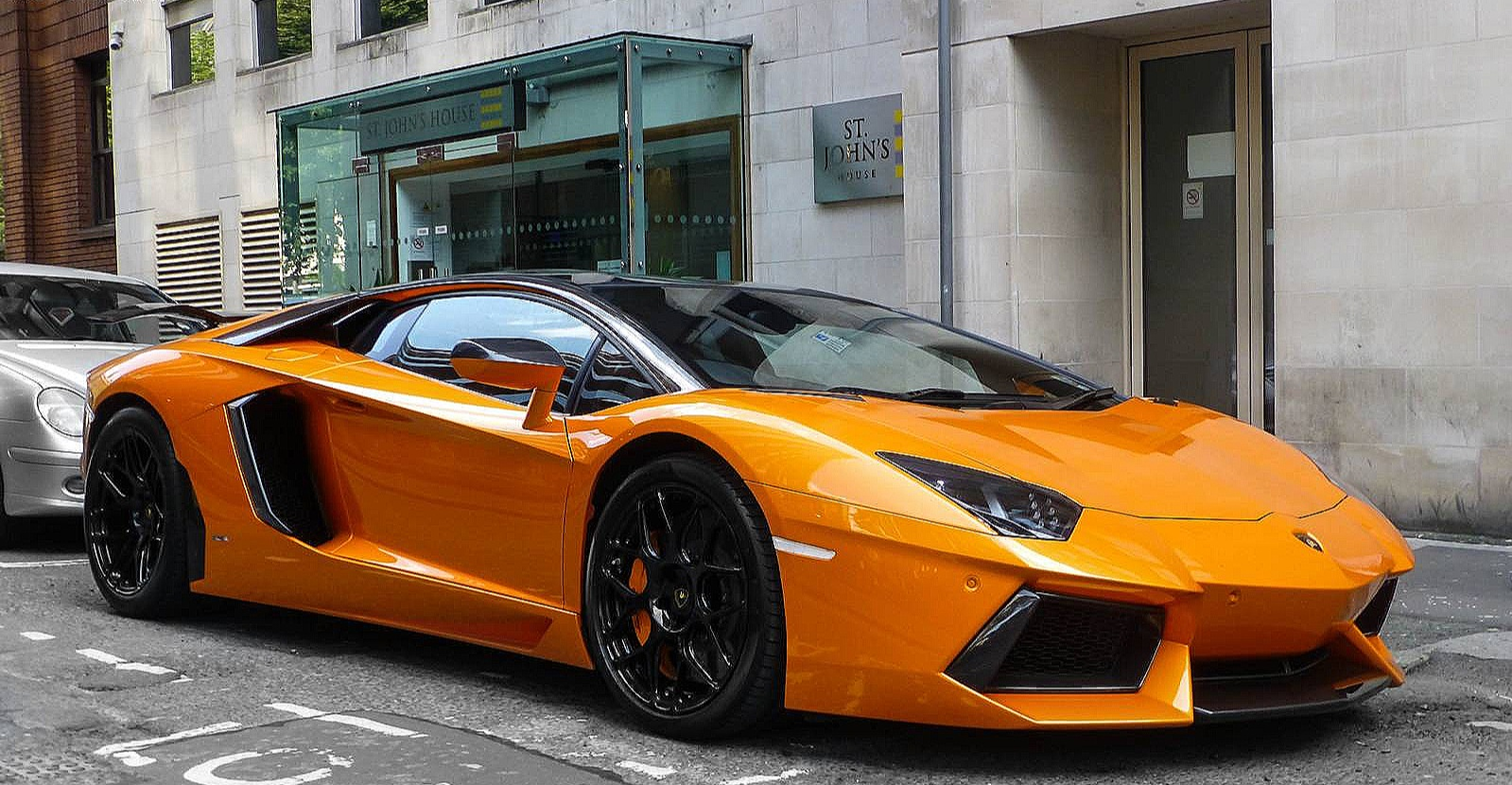 Lamborghini Aventador LP 700-4 - Color | Orange