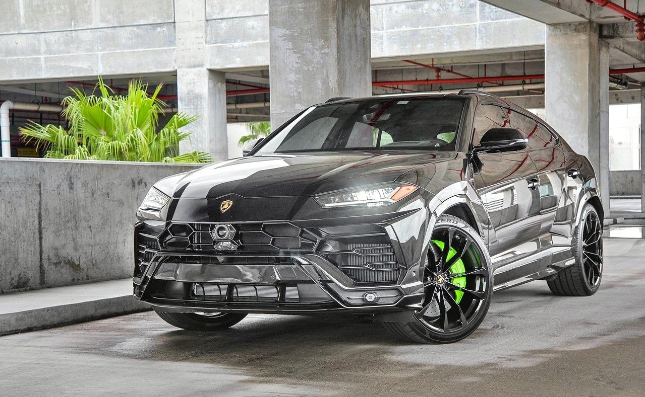 Lamborghini Urus - Color | Black
