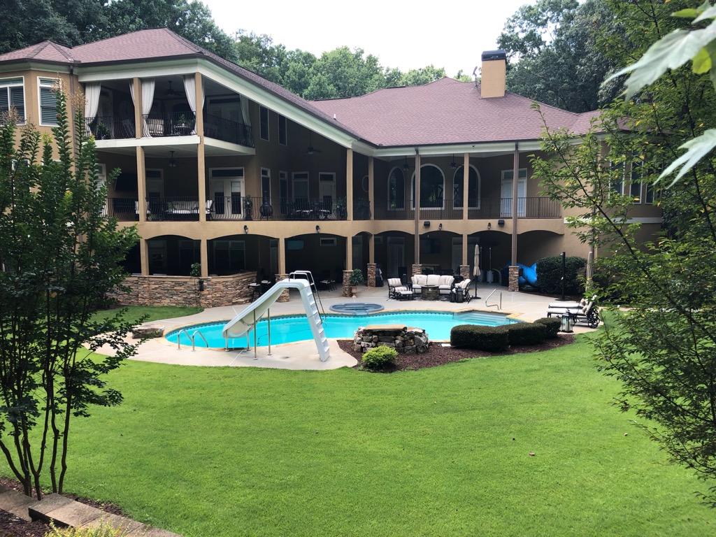 Pool & Backyard