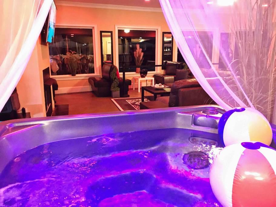 Indoor Hot Tub w Jets
