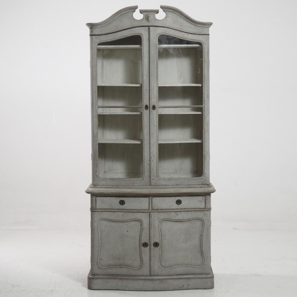 Fine two-part vitrine cabinet, 1850. - € 2.400