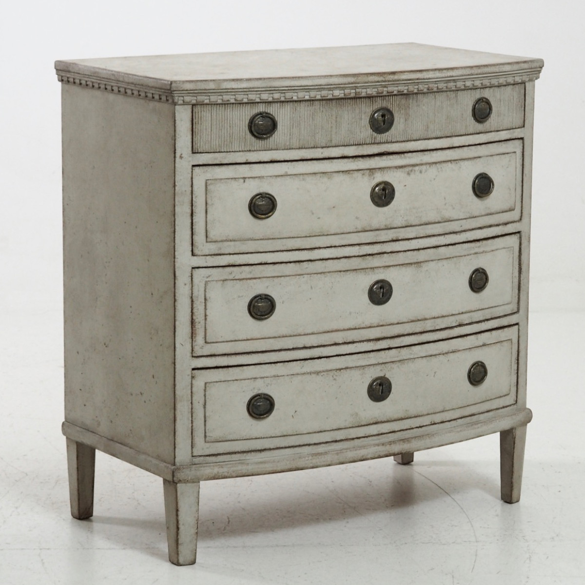 Gustavian style chest, 19th C. - € 1.800