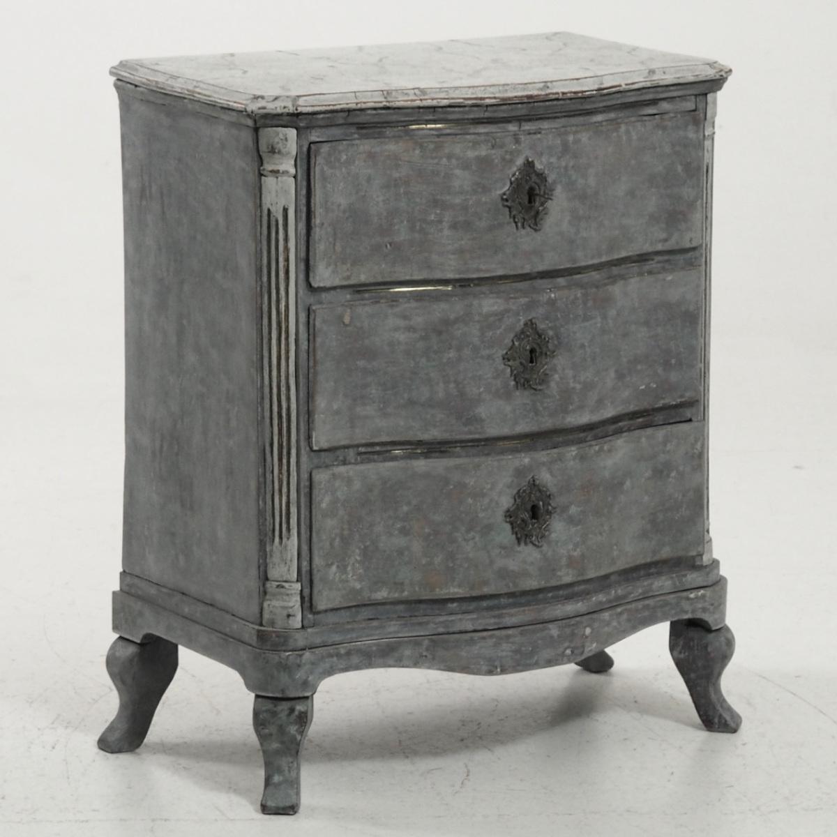 Scandinavian Rococo chest, 1740 - € 1.800