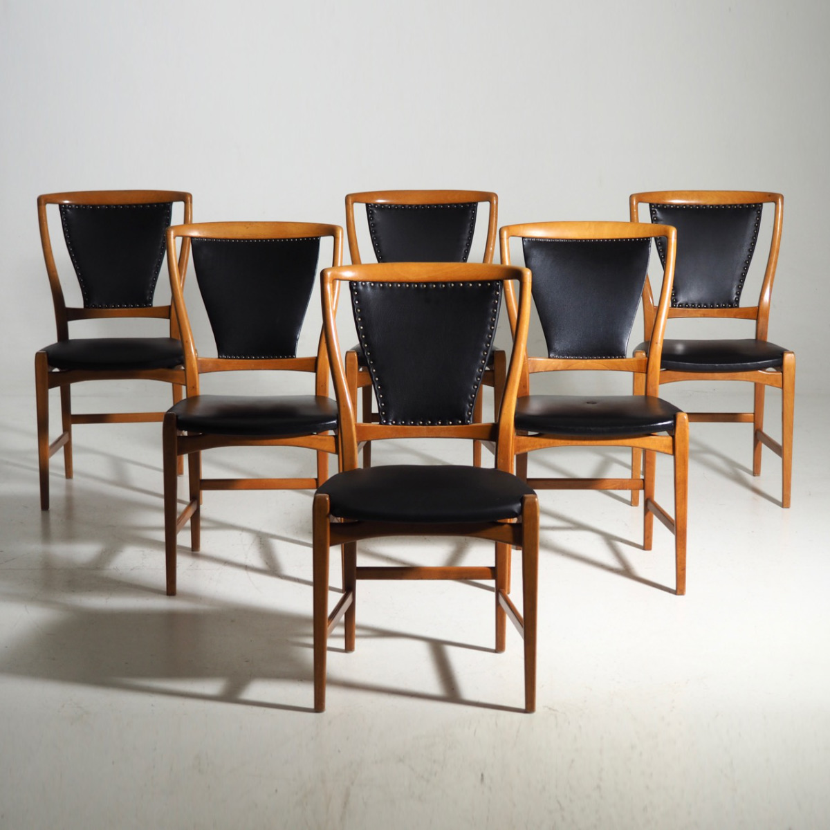 Six chairs in fruitwood, 1960 - 70 - € 1.000