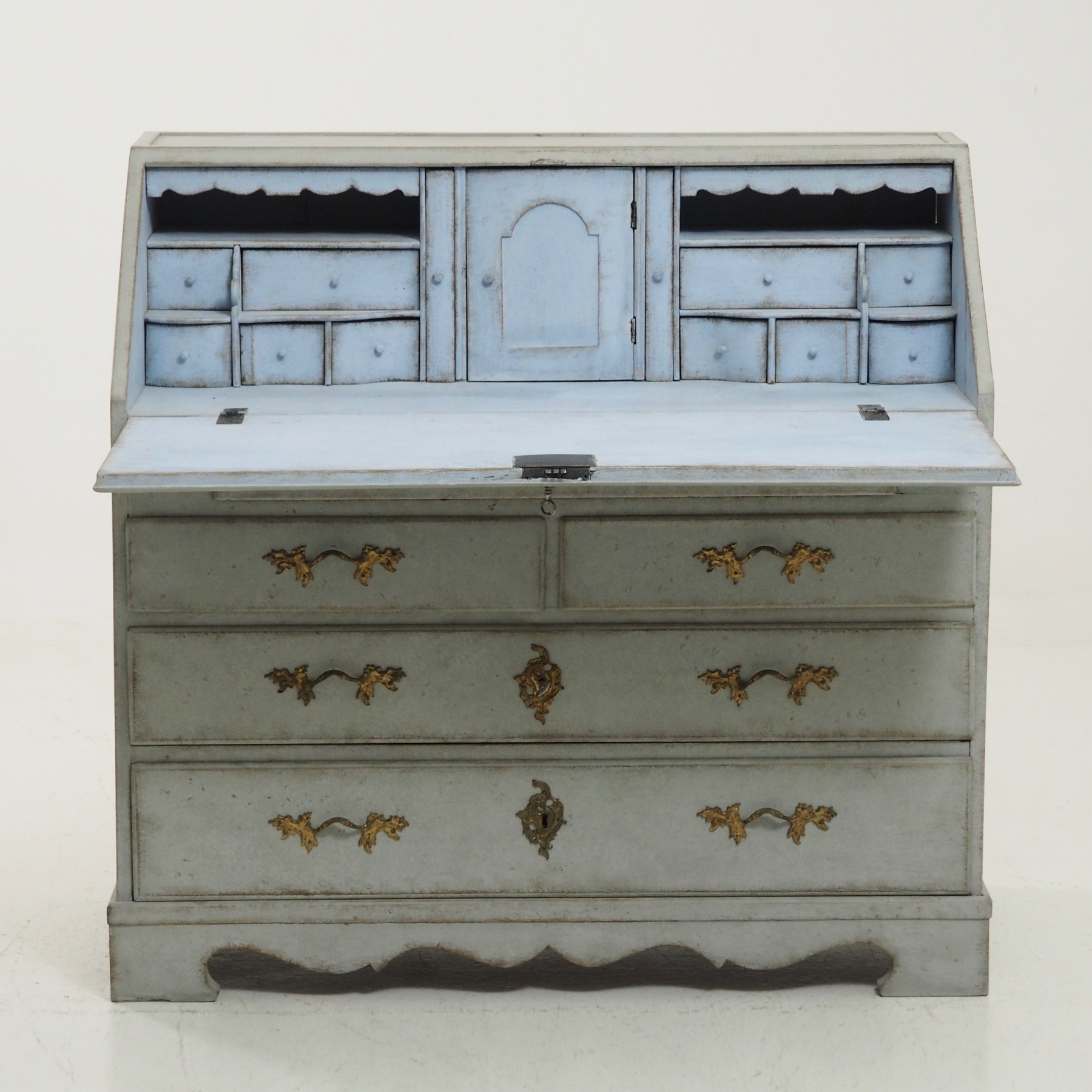 Gustavian bureau, circa 1790. - € 2.400