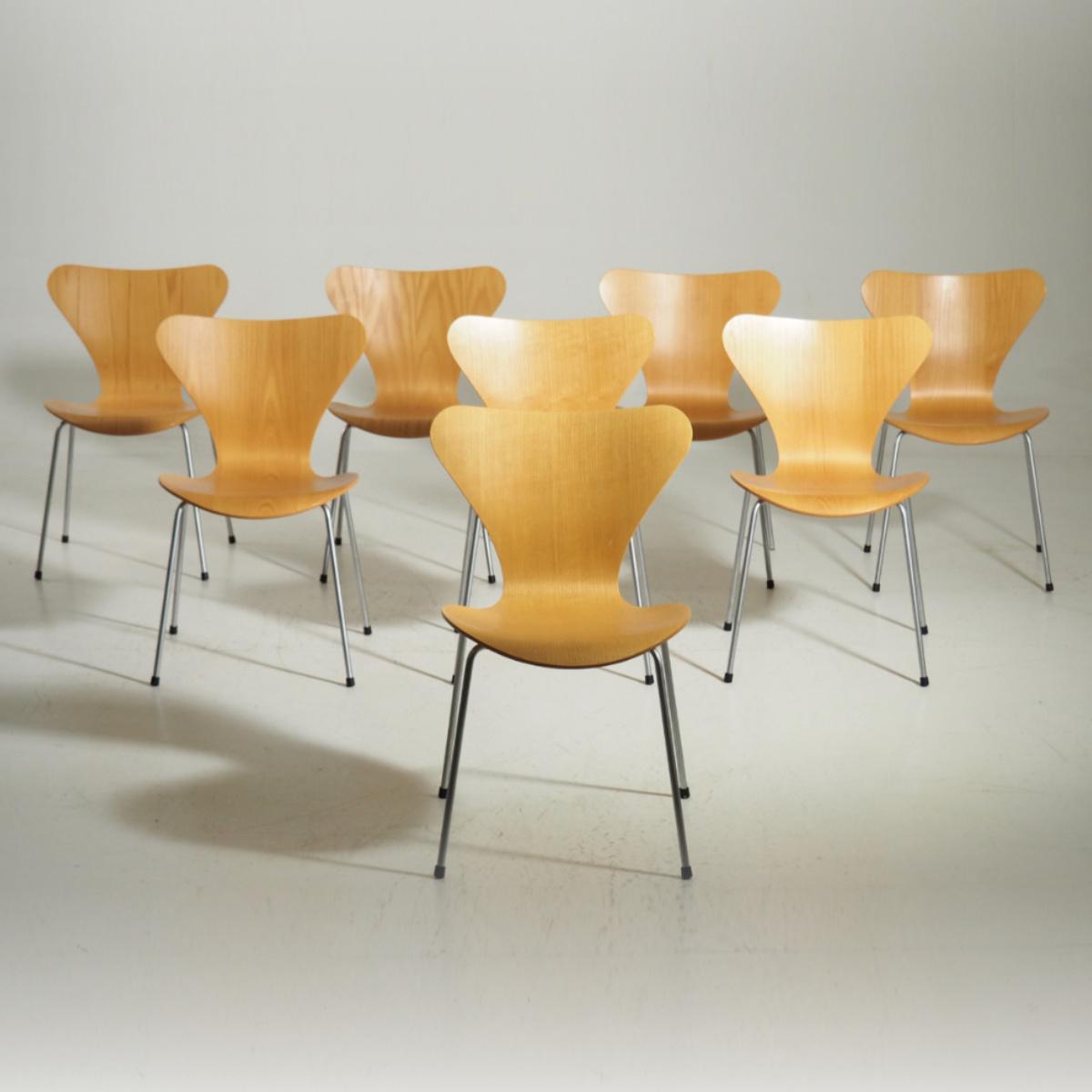 Arne Jacobsen %22Seven%22 chair in beechwood and legs in chromed steel. Made at Fritz Hansen.  .jpg