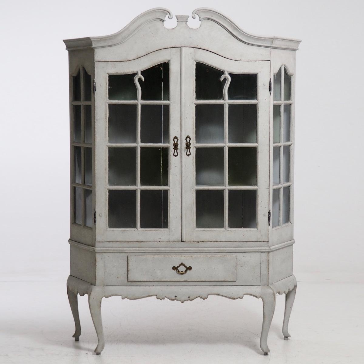Cabinetw.glass0_srcset-large.jpg
