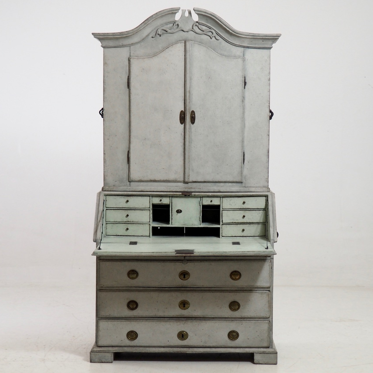 Cabinet0_srcset-large.jpg
