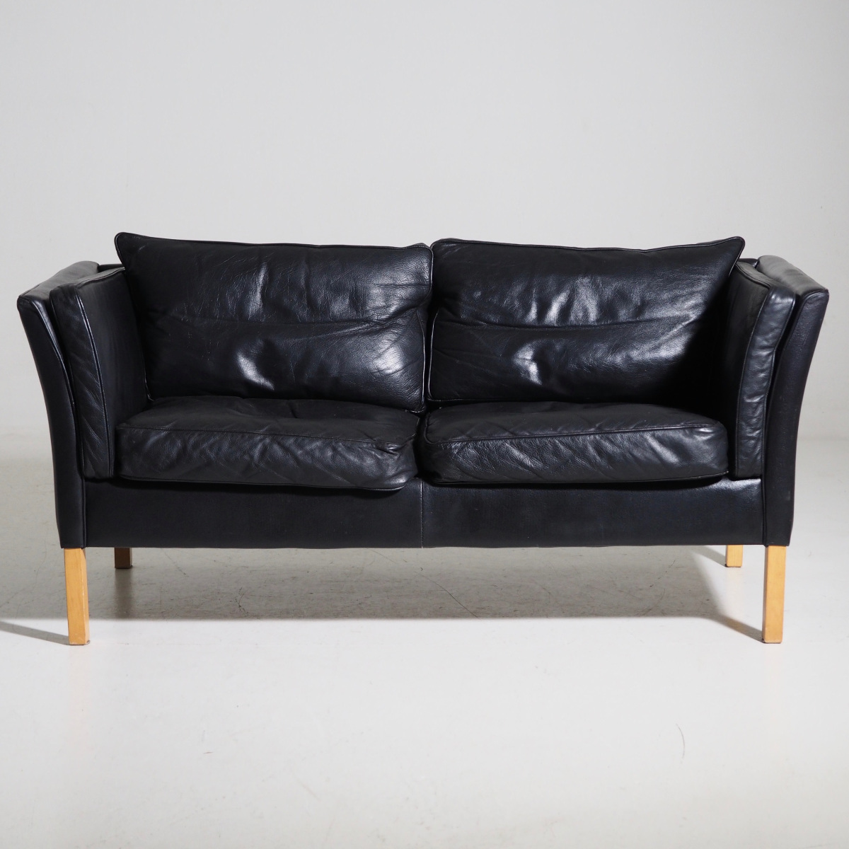 Sofa in black leather, circa 1970. - € 1.100